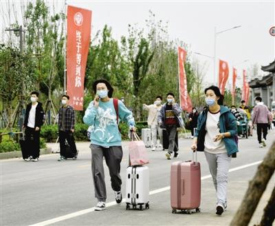 河南大学郑州校区迎来首批740名新生